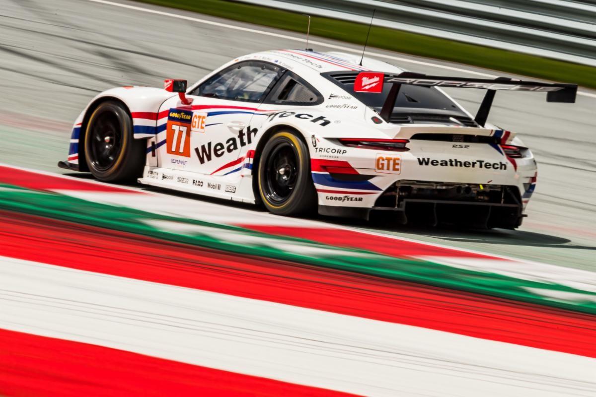 Porsche full throtte.