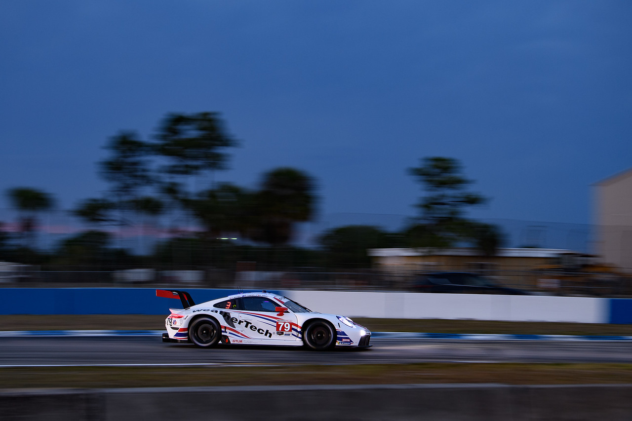 Porsche rounding a turn on the track.