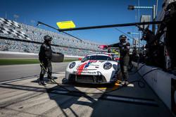 Porsche on pit road_