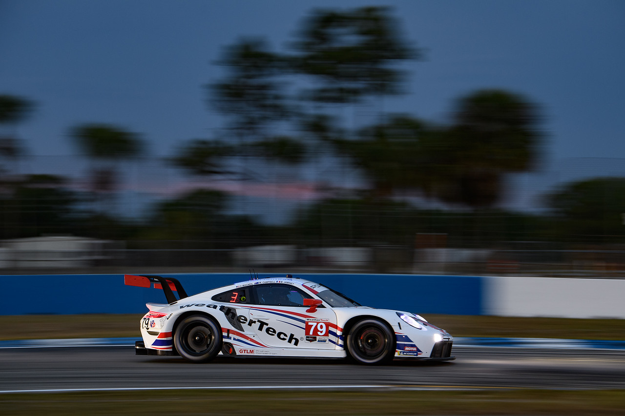 Porsche racing down a straight away.