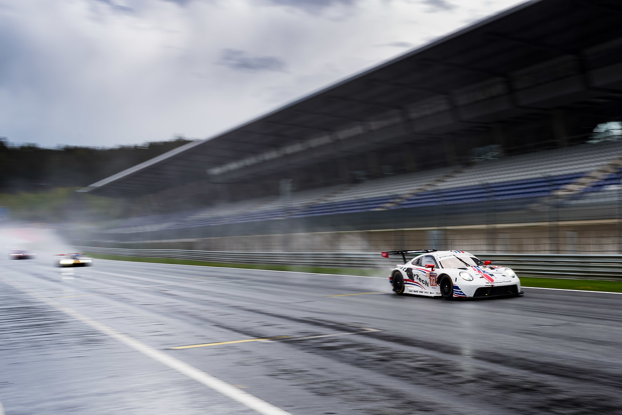 Porsche crossing the starting line.