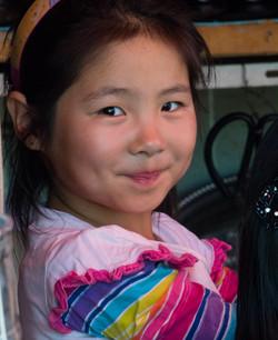 Jeune Mongole, marché de Tsetserleg