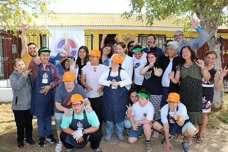 Participantes y familiares del taller inclusivo de reciclaje ser