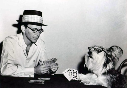 frank-scruffy-play-cards.jpg