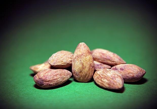 620-skin-cancer-wrinkle-health-prevention-foods-almond.imgcache.rev1369149472683