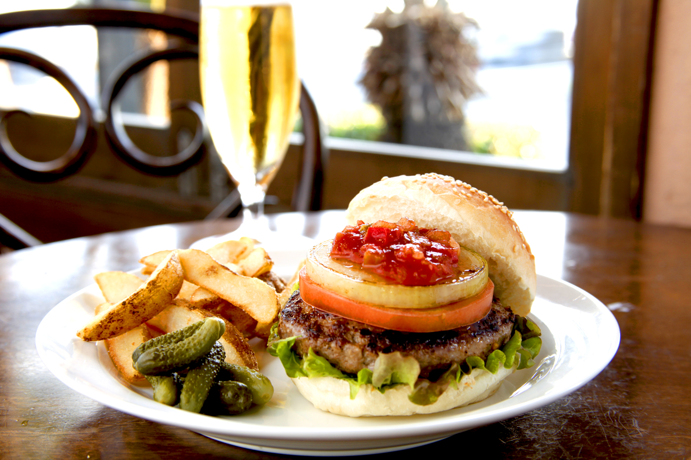 ビーナスカフェ料理画像-ハンバーガー
