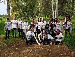 ילדים מתנדבים בשטח