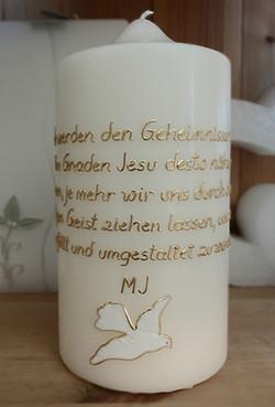 Kerze mit religiösem Spruch