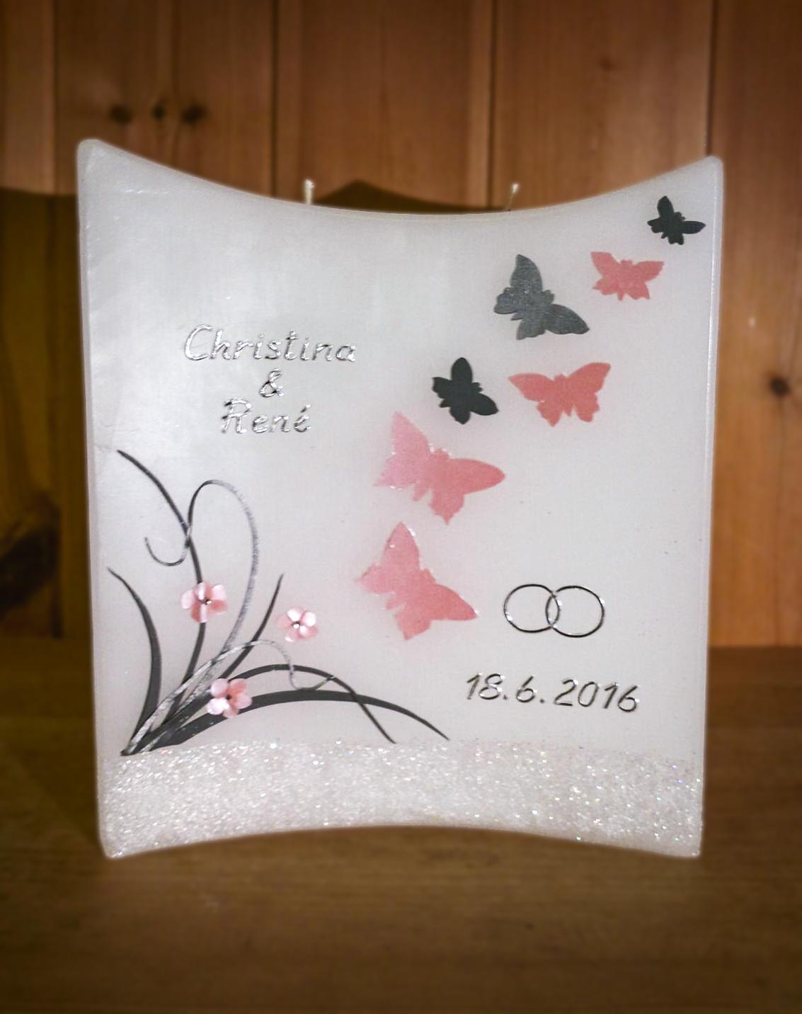Hochzeitskerze mit Schmetterlingen