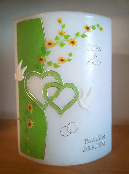 Hochzeitskerze Blüten und Herzen