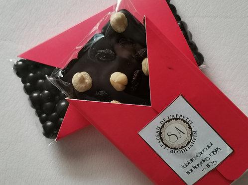 Tablette de Chocolat noir , raisins et noisettes