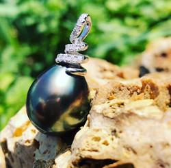 pendentif perle de tahiti poire diamants