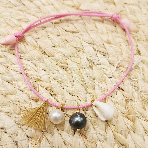 Bracelet cordon rose perles et coquillages
