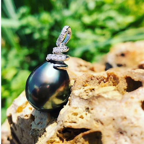 Pendentif perle de Tahiti poire 14mm or blanc diamants