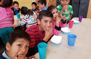 Kids eating luch