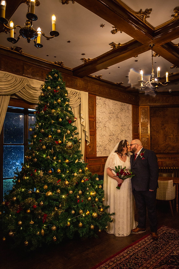 christmas wedding at leasowe castle, lynette matthews photography