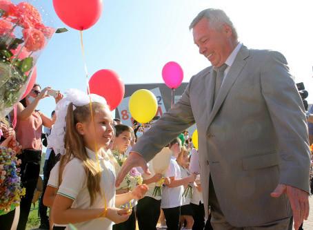 Ростов н/Д. 1 сентября Губернатор был без маски. У детей.