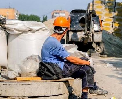 Симферополь.Крым.Входит в осень плохо-50 % предприятий в убытке.