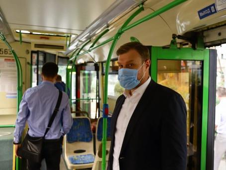 Ростов .Зам. мэра Д.Симков просит маски не снимать.