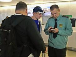 МОСКВА,МВД предложило у должников забрать загранпаспорт.За долги.Приставами