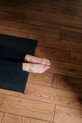person-standing-on-black-area-rug-432717