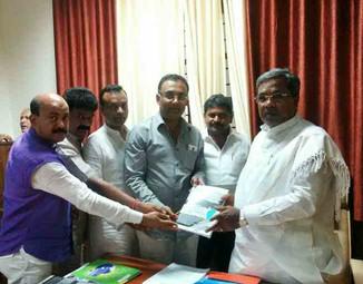 Karnataka MLAs meet Chief Minister
