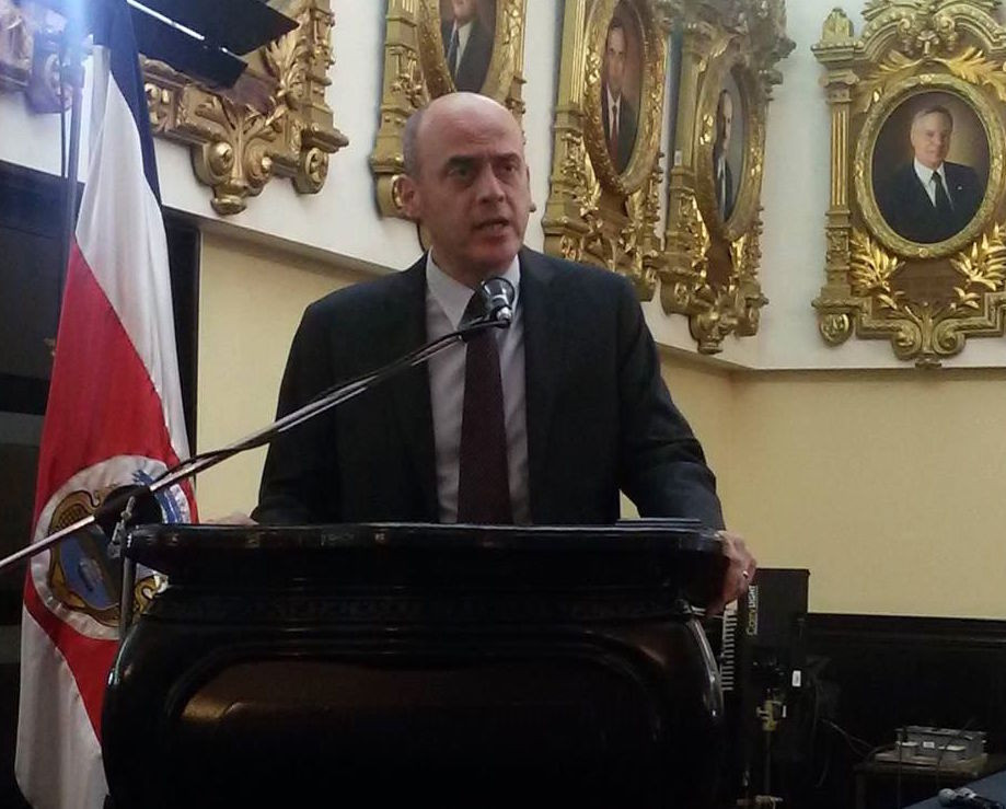 Our Latin America Director Dr Sergio Missana addresses the Costa Rican legislative assembly