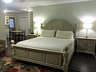 wimberleySquareInn.com Chandler Suite
