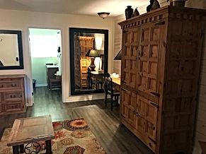 wimberleySquareInn.com Kennon Room