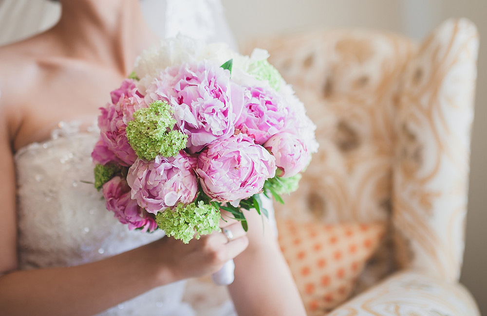 smart and beautifiul bride with peony bouquet on wedding day