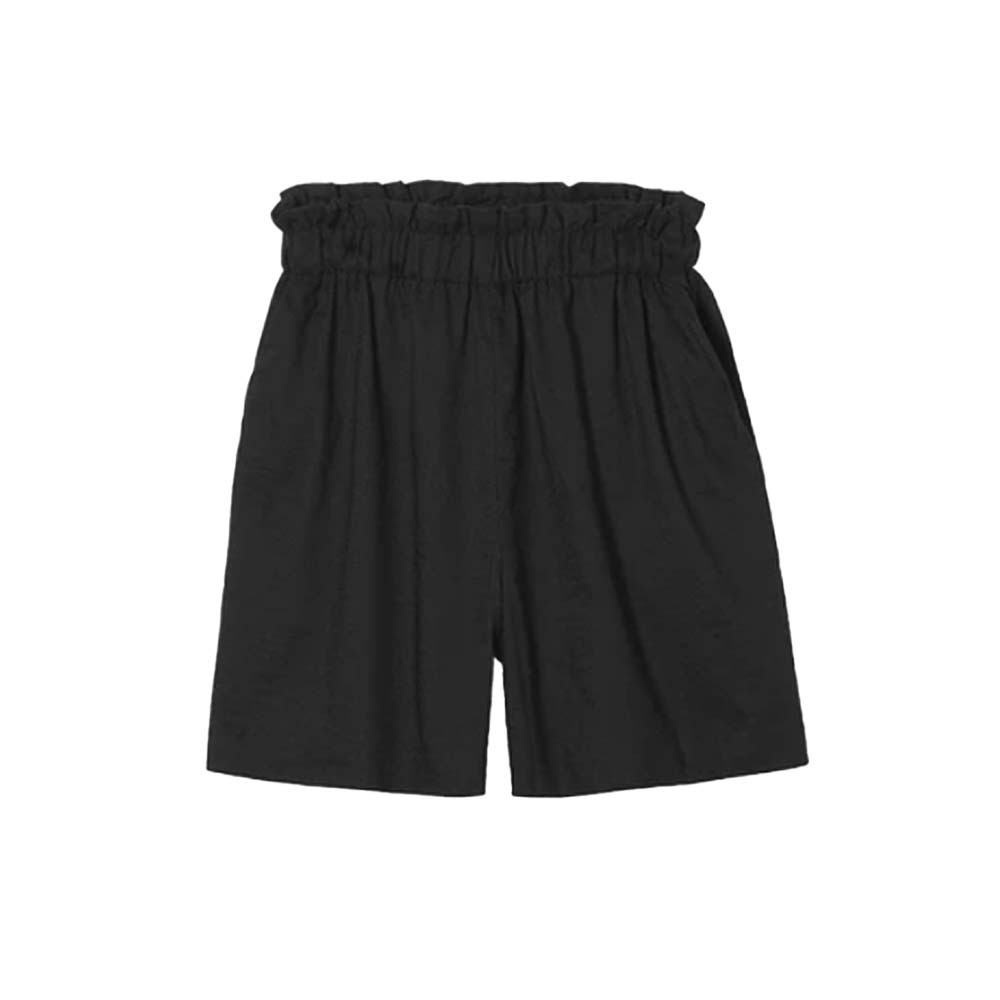 this is a day ease in paperbag shorts in black color
