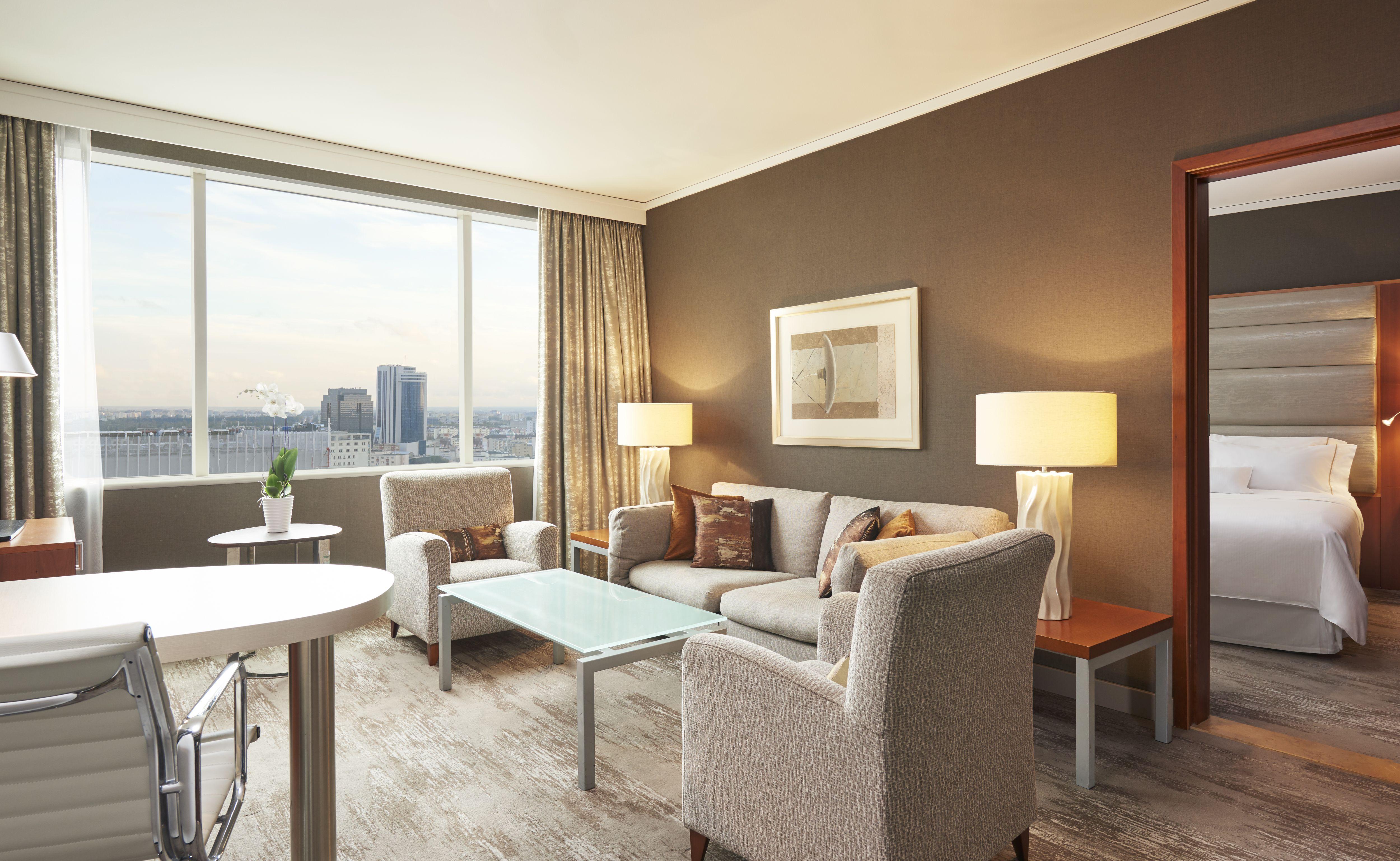 Suite-Deluxe-Living-2020