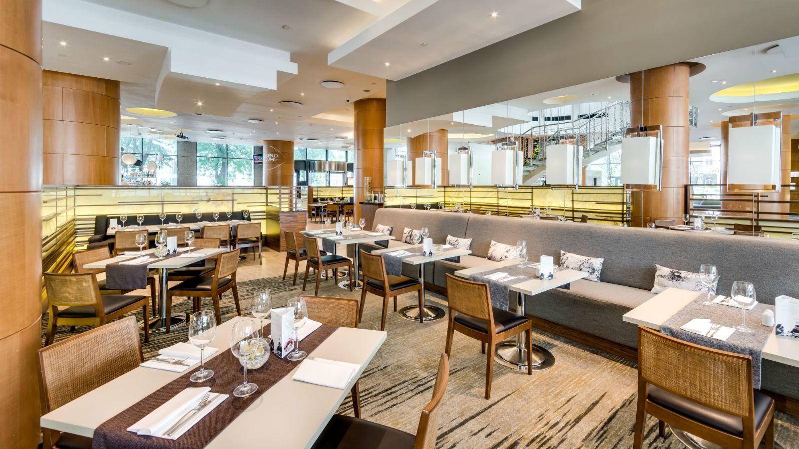 Fusion-Restaurant-Interior-Tables-02