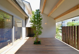 中庭(玄関側)yokohama0723.jpg