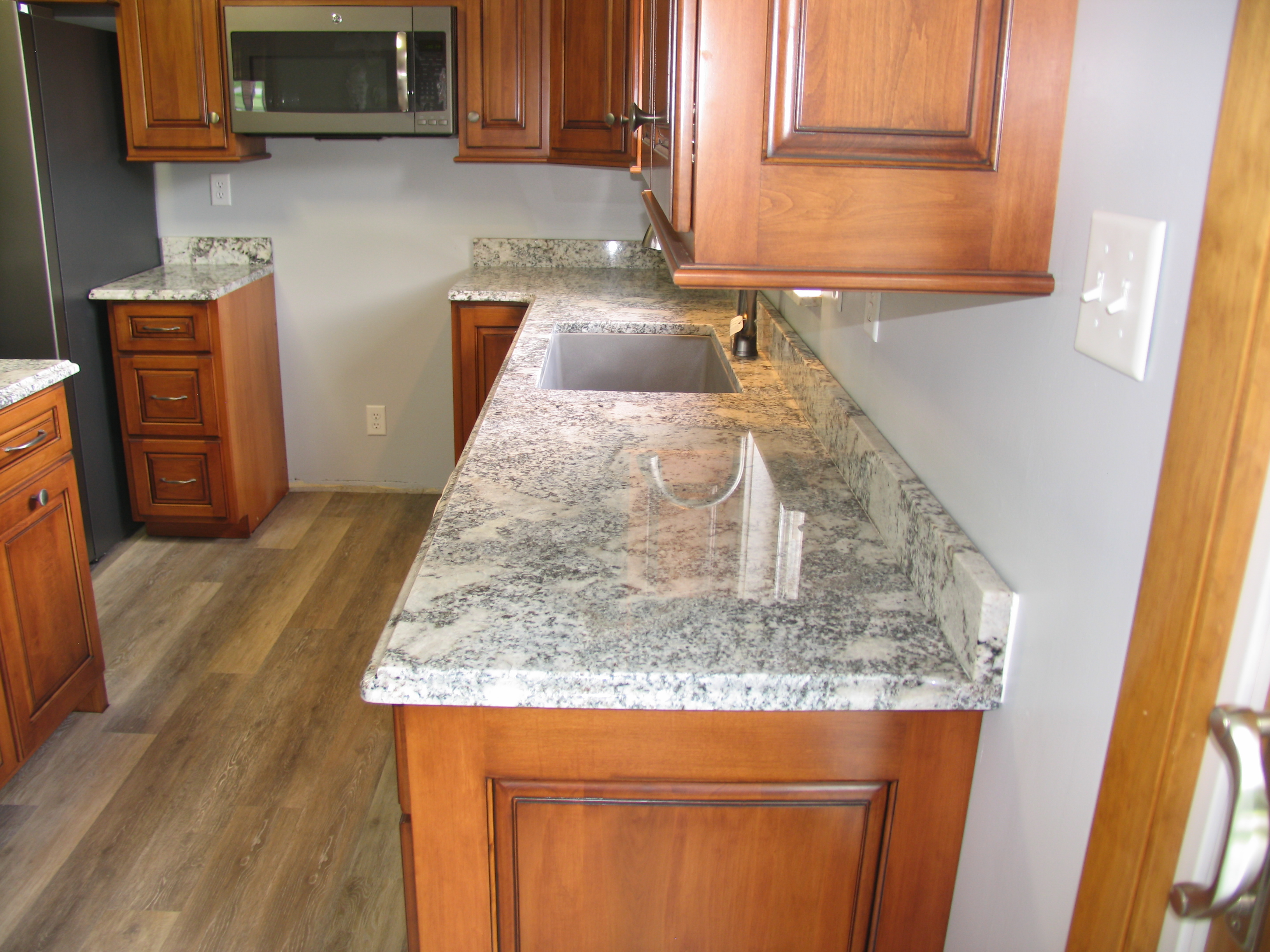 White Salinas granite