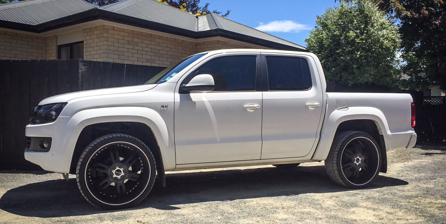 Volkswagen Amarok with leveled suspe