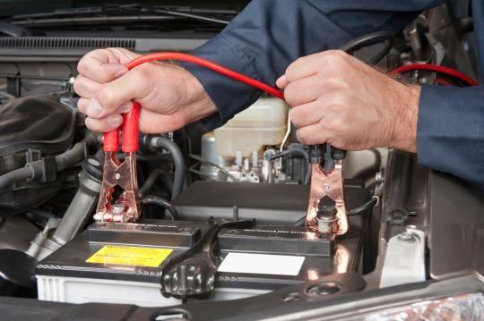 Polnjenje avtomobilskega akumulatorja