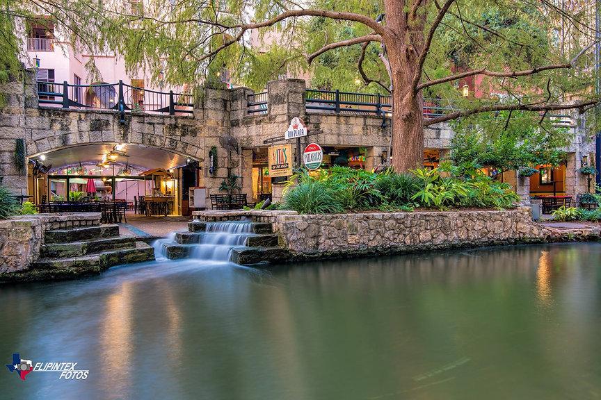 Rita's Riverfront - Flipintex Fotos.jpg