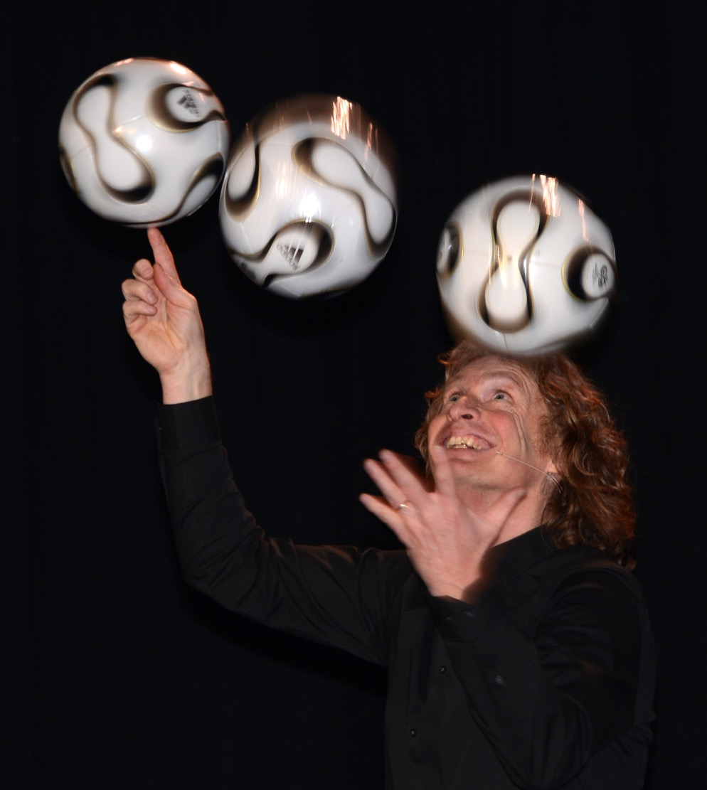 voetbal jongleur via Vaarhorst_edited