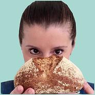 carla e olho no pão fundo verde.png