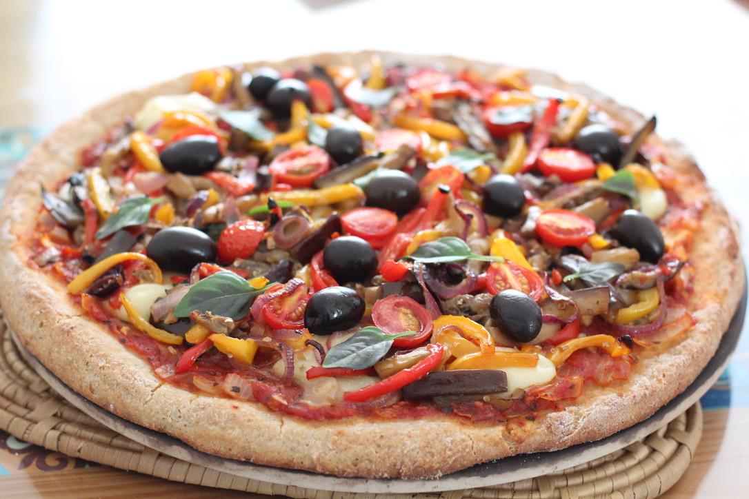 Pizza vegana com fermentação natural sem glúten