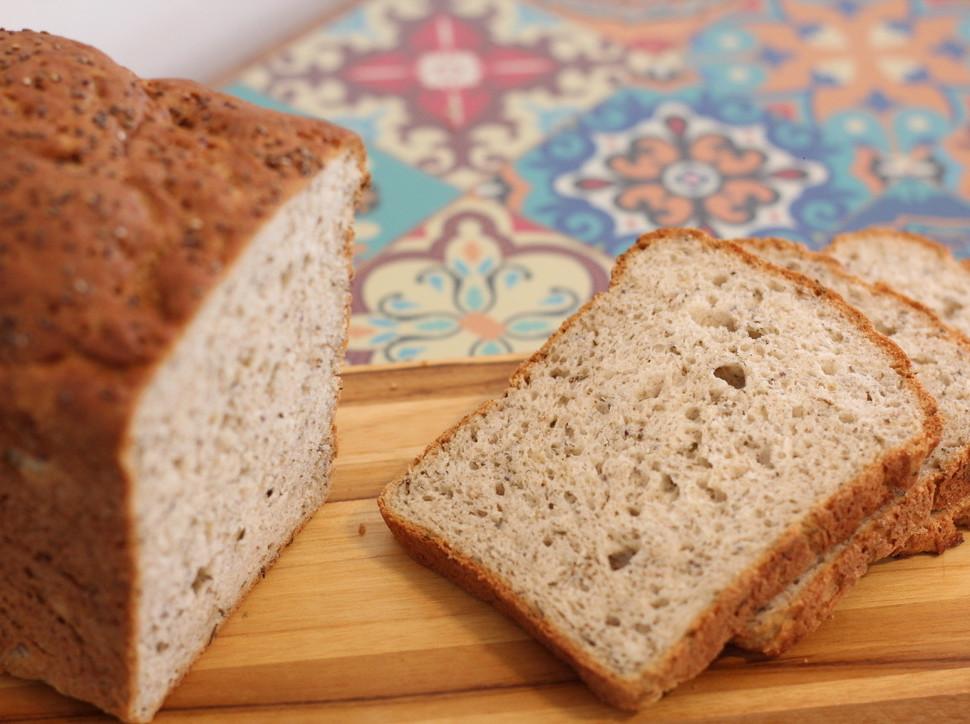 Pão de fôrma com ervas e chia