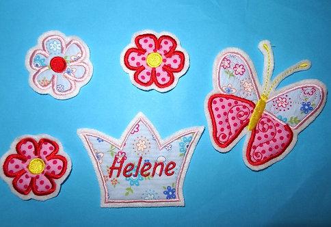 Namensbutton Krone mit Schmetterling und 3 Blumen im Set