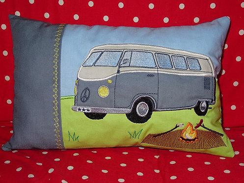 Campingbus Bus Namenskissen in Wunschfarbe