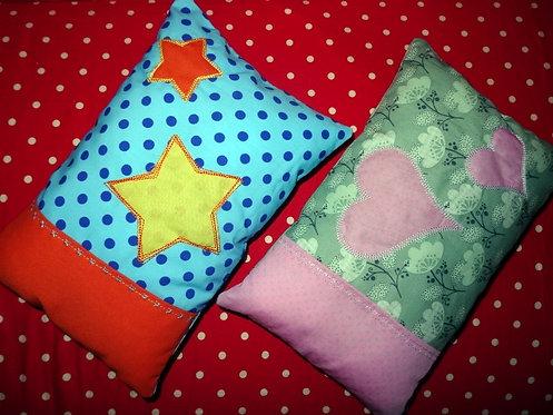 Namenskissen mit Stern oder Herz in Wunschfarbe