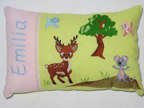 Im Wald mit Reh und Maus Namenskissen in Wunschfarbe