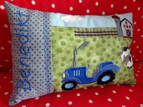Namenskissen Bauernhof mit Traktor in Wunschfarbe
