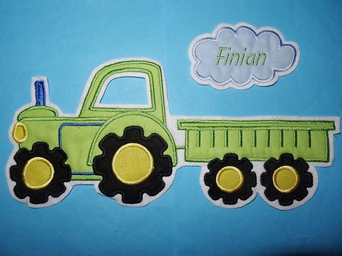 Traktor mit Hänger und Nameswolke Aufnäher grün