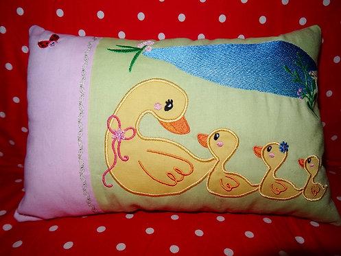 Entenfamilie Namenskissen in Wunschfarbe