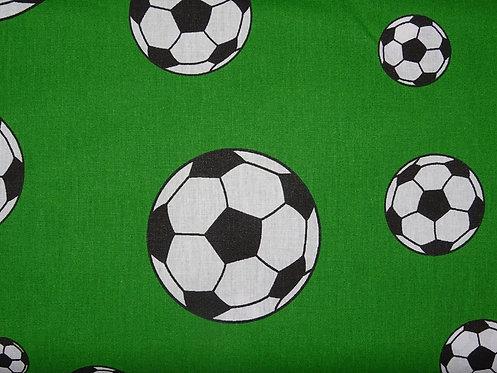 Fußball Fußbälle auf grün  Baumwolle Meterware